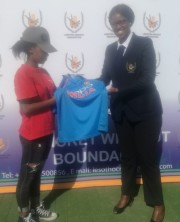 Vice President hands over a golf shirt to a Mohaleshoek player on 26.05.19 (2)